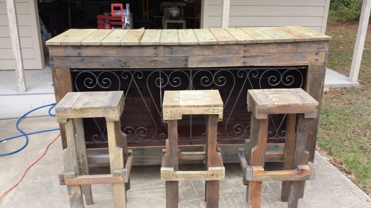 Recycled pallet wood bar ideas pallet wood projects for Wood outdoor bar ideas