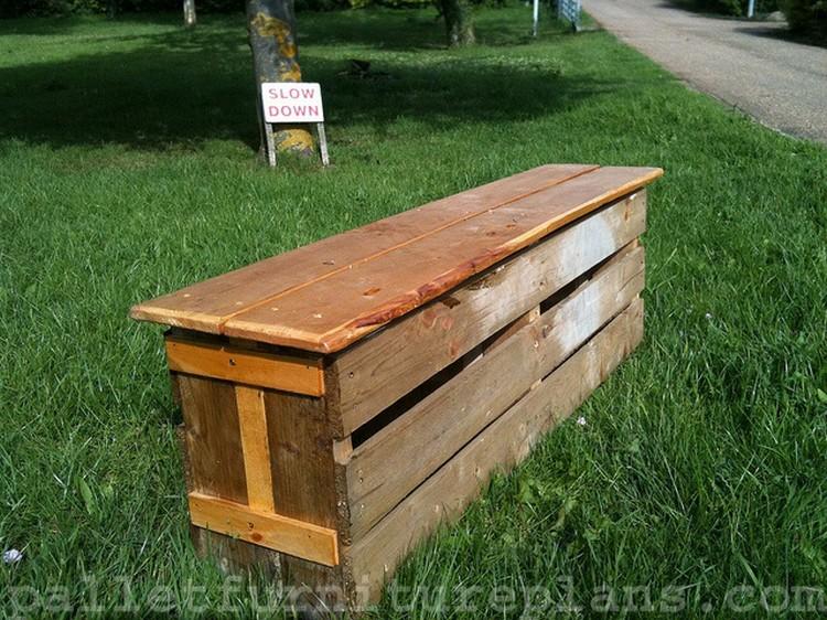 Outdoor Pallet Bench