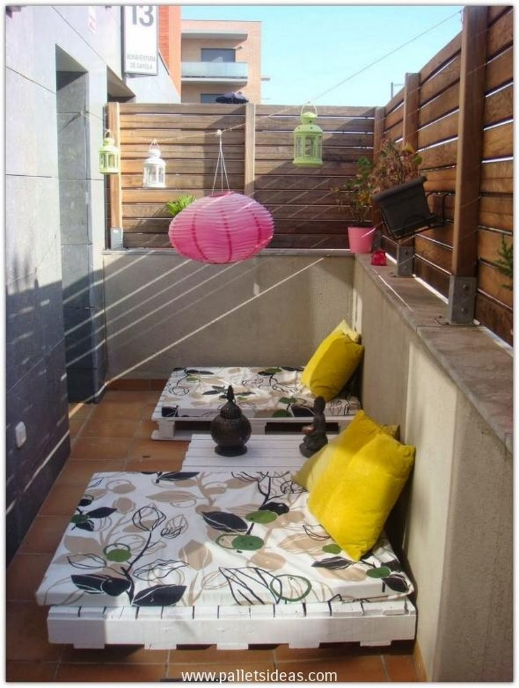 Pallet Balcony Furniture with Fecnce