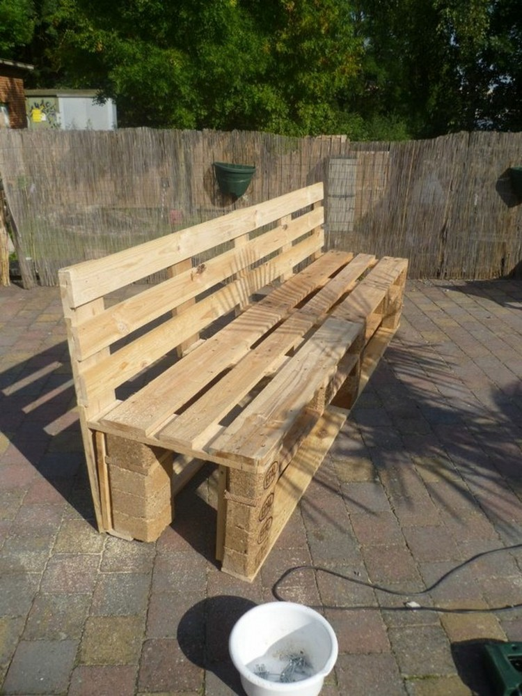 Wood pallet garden bench ideas pallet wood projects for Banc en bois de palette