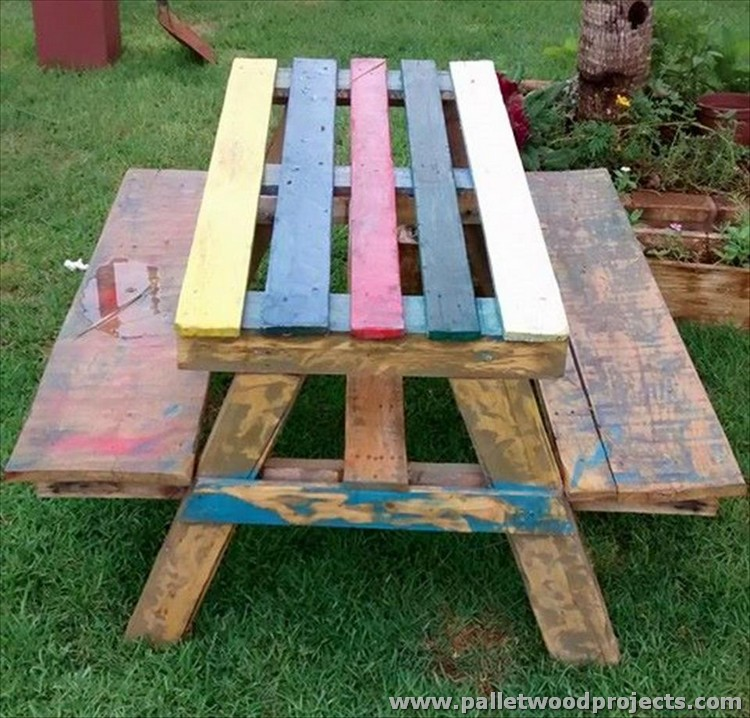 Pallet Garden and Picnic Table
