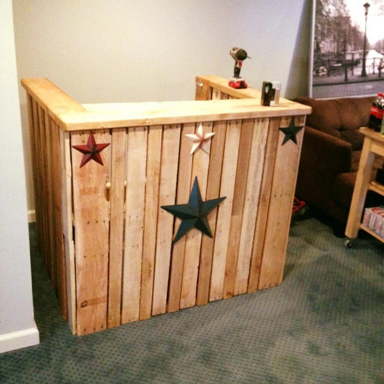 Recycled pallet wood bar ideas pallet wood projects for How to build a mini bar at home