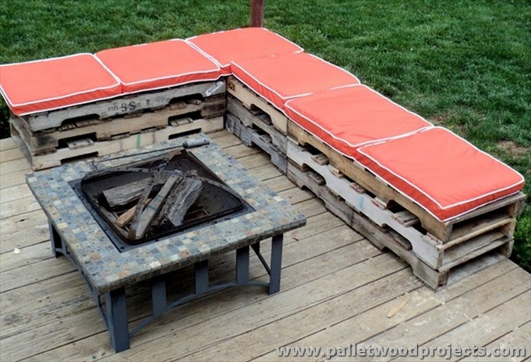 Pallet patio furniture sets pallet wood projects for Outdoor wood projects ideas