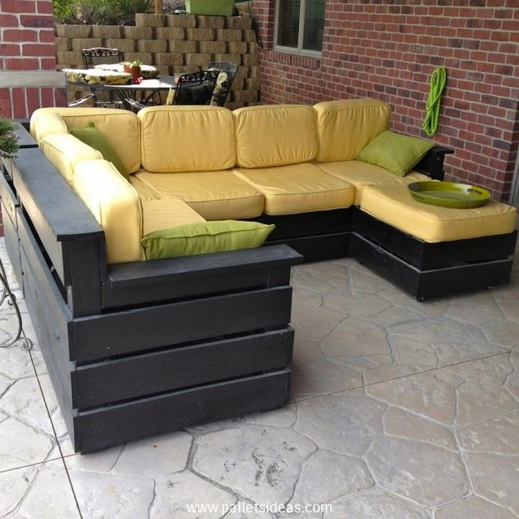 Pallet patio furniture sets pallet wood projects for Outdoor sofa plans