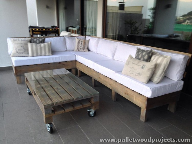 Pallet Patio Couch with Coffee Table