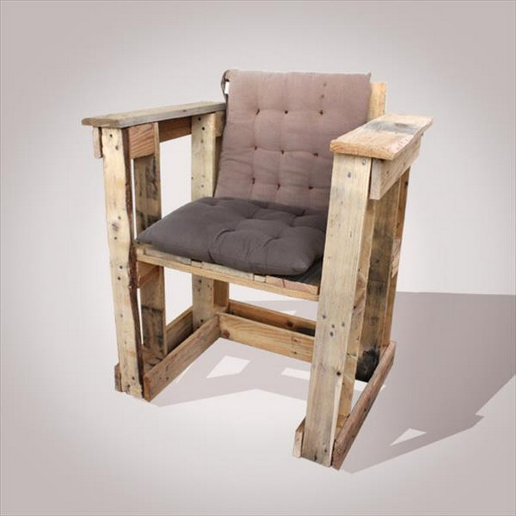 comfy recycled pallet chairs pallet wood projects. Black Bedroom Furniture Sets. Home Design Ideas