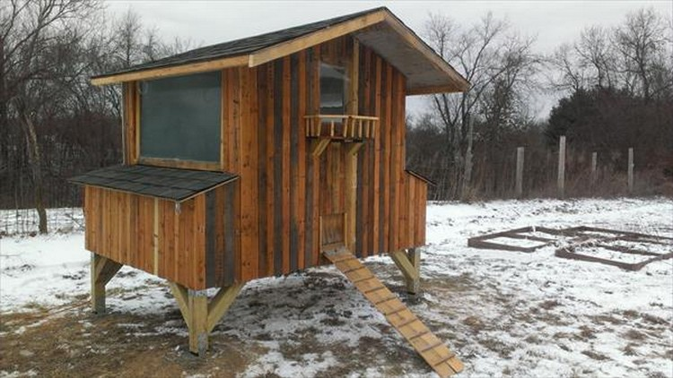 Pallet Wooden Chicken Coop