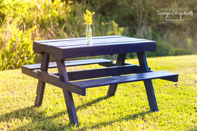 Recycled Pallet Picnic Table with Benches