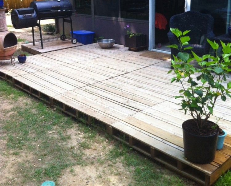 Wood Pallet Patio Deck