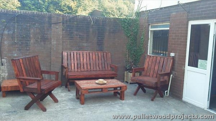 Wooden Pallet Outdoor Furniture