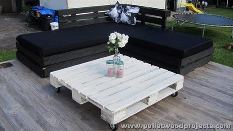 Black Pallet Corner Sofa with White Coffee Table