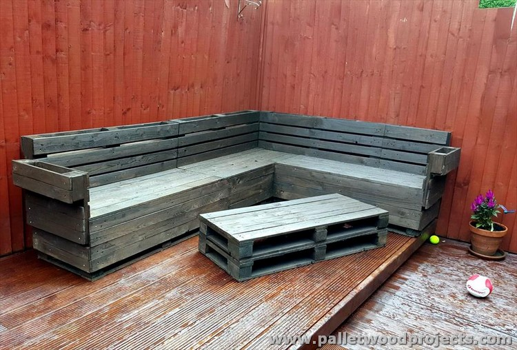 Black Stained Pallet Corner Couch with Table