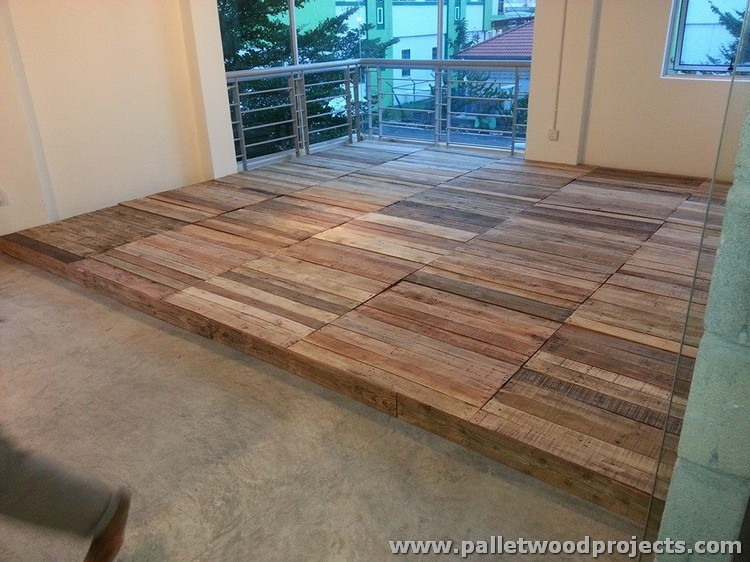 Pallet wood flooring ideas pallet wood projects for Unusual inexpensive flooring ideas