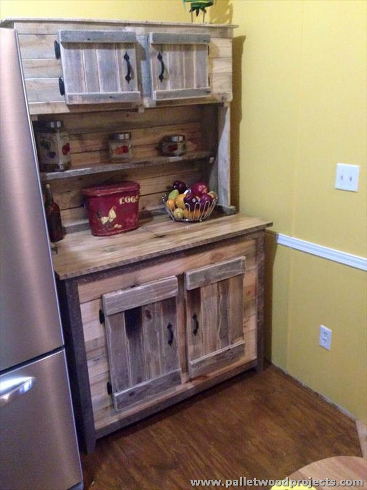 Pallet kitchen islands buffet tables pallet wood projects for Pallet kitchen ideas