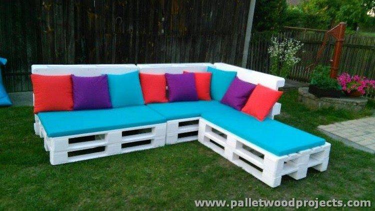 DIY Pallet Sectional Sofa