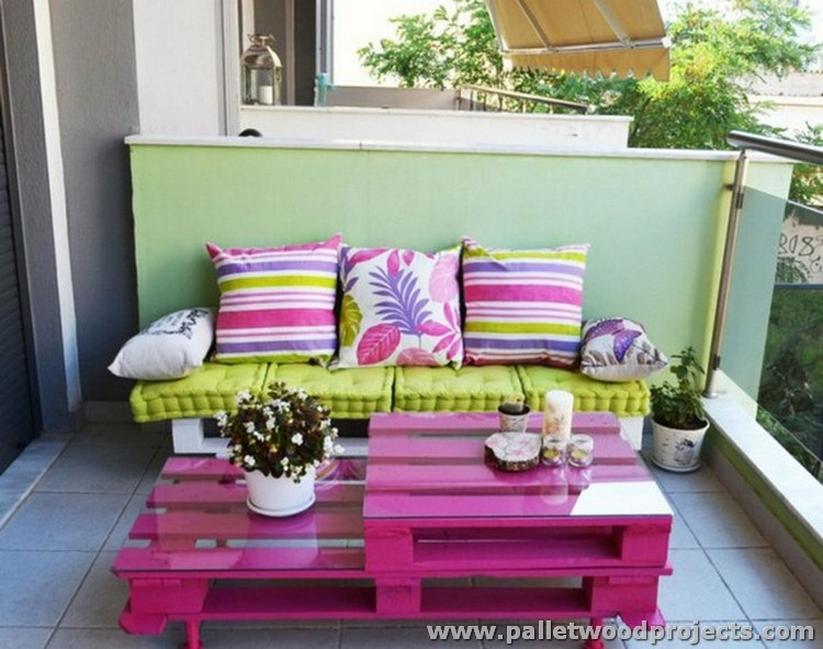 Ideas for garden and balcony decor with pallets pallet for Outdoor balcony decorating ideas