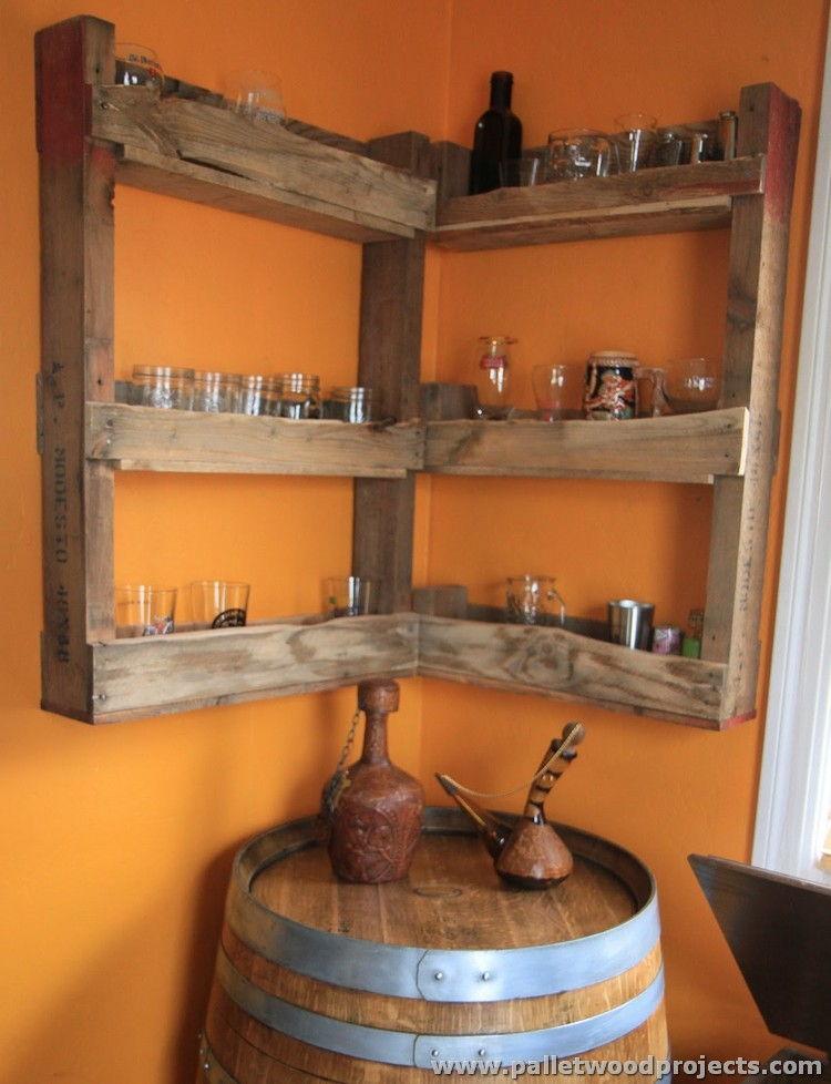 Pallet corner shelf plans pallet wood projects for Idee palette de bois
