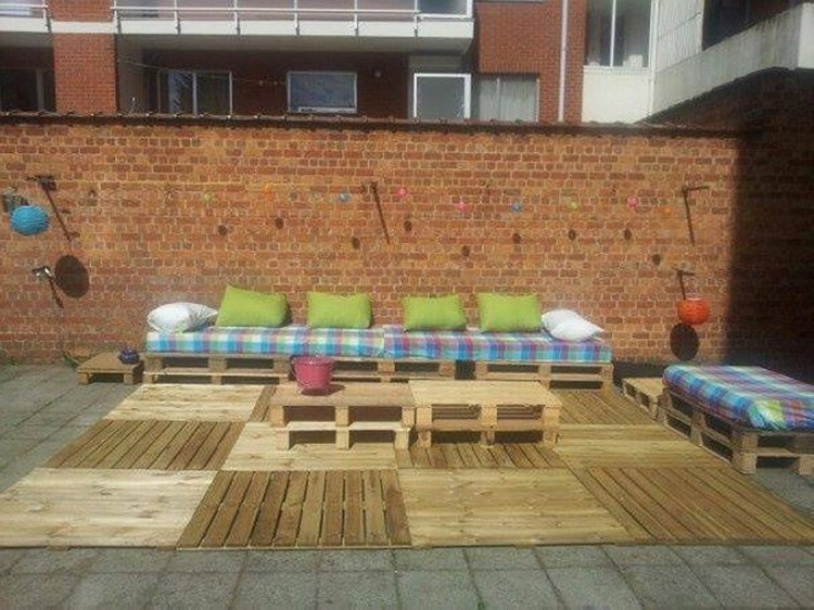 Pallet furniture ideas pallet wood projects for Garden decking from pallets