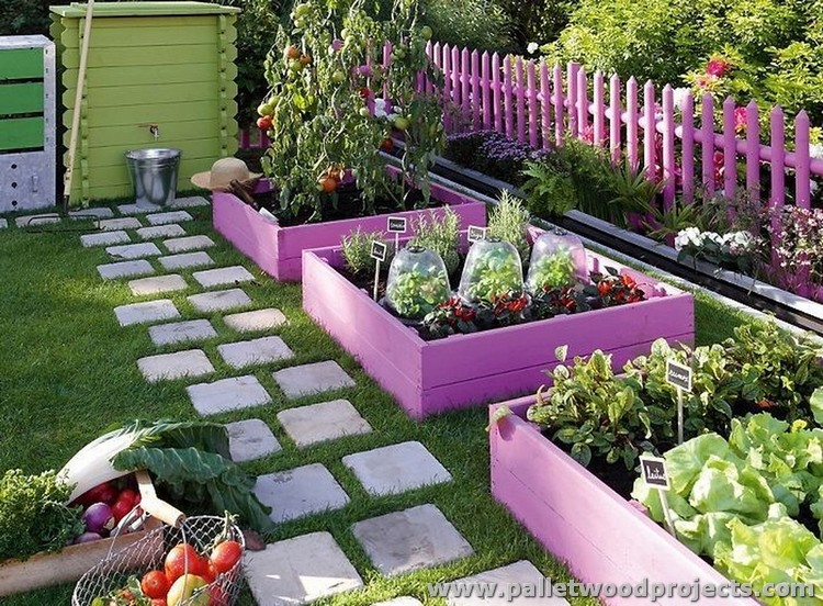 Ideas for garden and balcony decor with pallets pallet for Decorative garden accents
