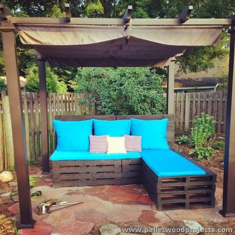 Pallet patio sectional sofa plans pallet wood projects for Decoracion para patios