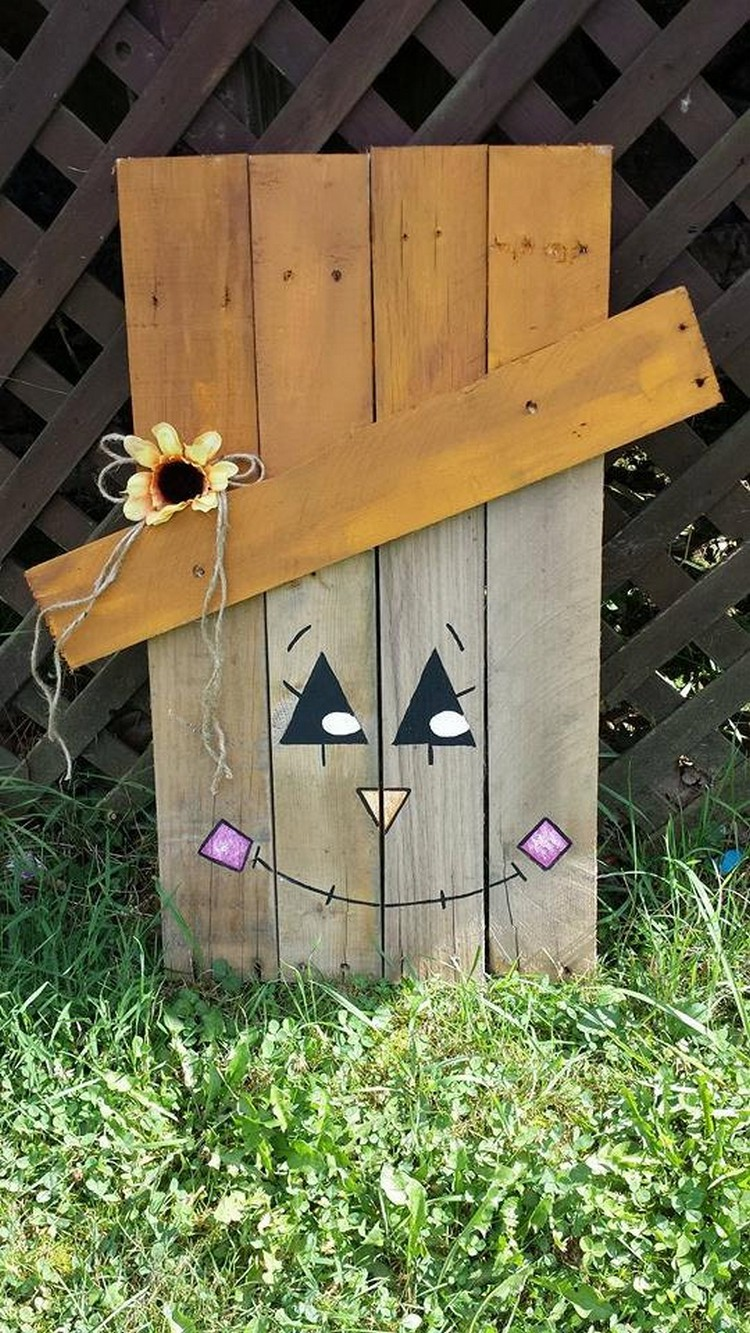 Pallet halloween yard decoration ideas pallet wood projects for Wooden garden decorations
