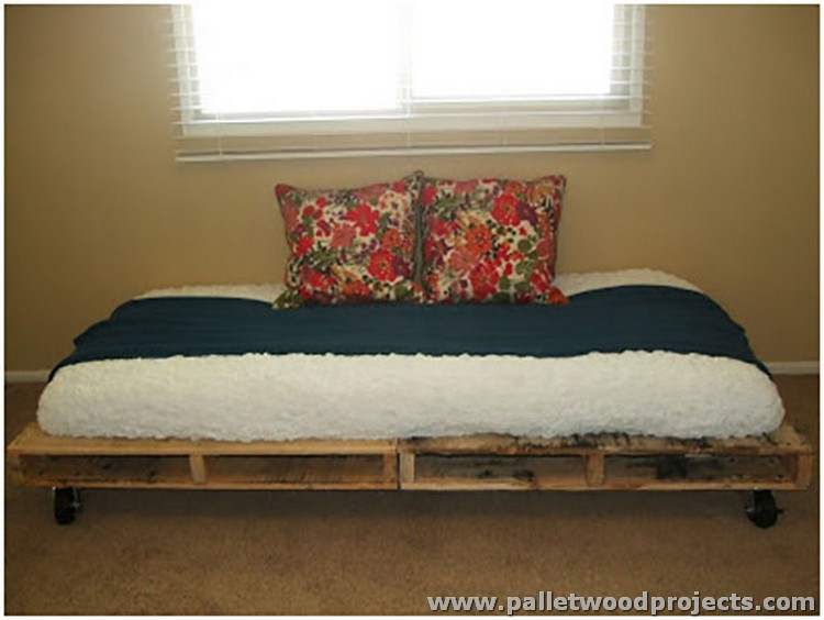 Pallet Made Daybed
