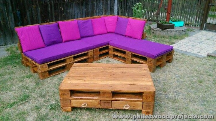 Pallet Outdoor Corner Couch with Coffee Table