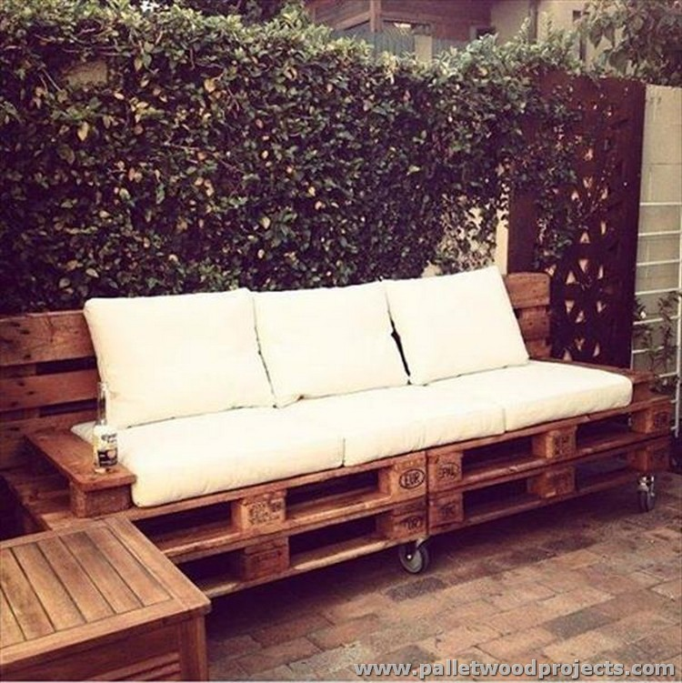 Pallet Outdoor Sofa with Wheels