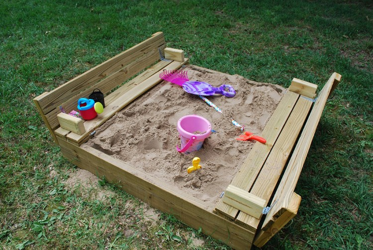 Pallet Sandbox with Cover