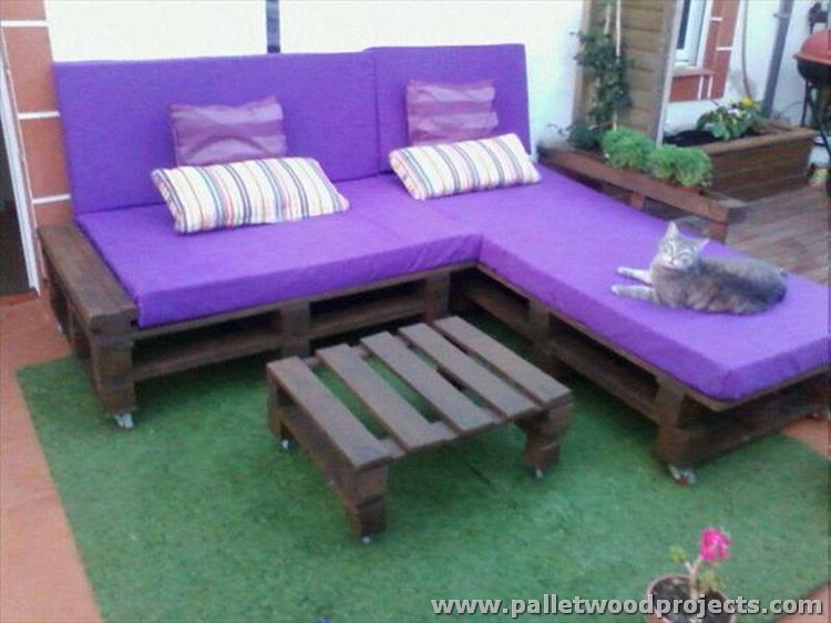 Pallet Sectional Couch with Table