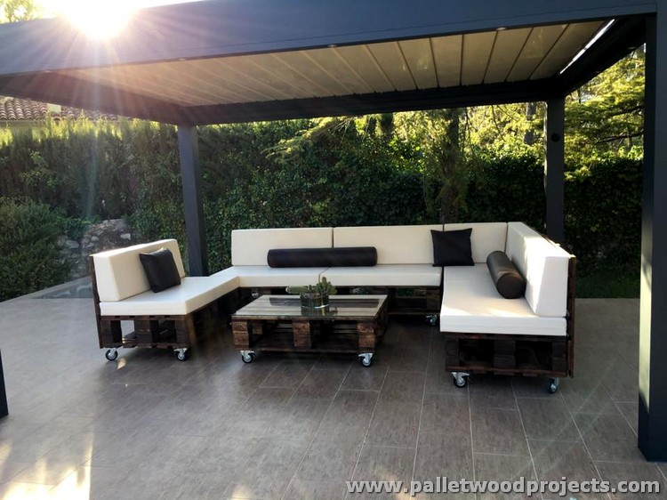 Wooden pallet sofa on wheels pallet wood projects for Sofa de palets exterior