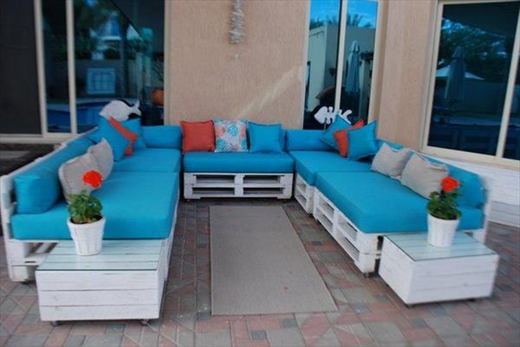 Pallet U Shaped Sofa