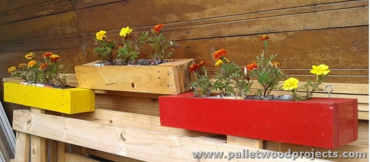Wall Decor with Pallet Planters