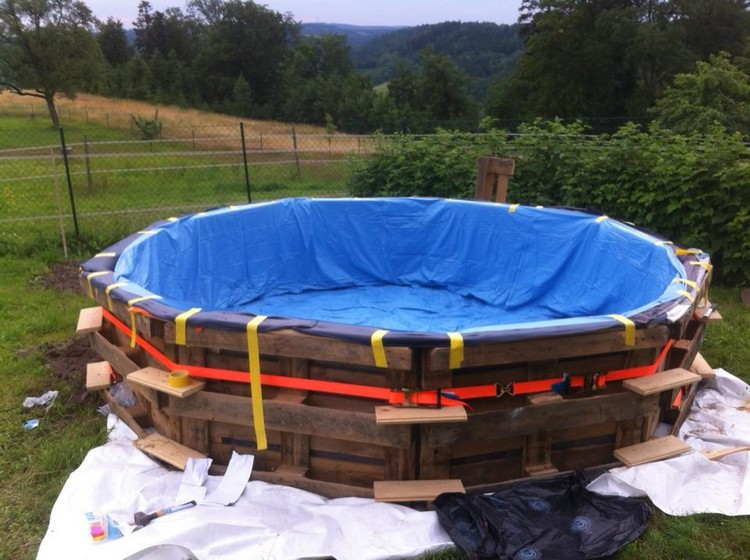 DIY Recycled Pallet Swimming Pool