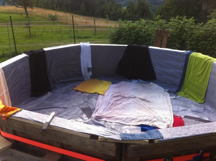 DIY Wooden Pallet Swimming Pool