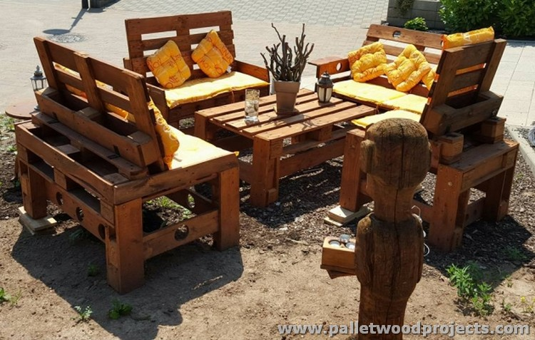 furniture made with wood pallets pallet wood projects. Black Bedroom Furniture Sets. Home Design Ideas