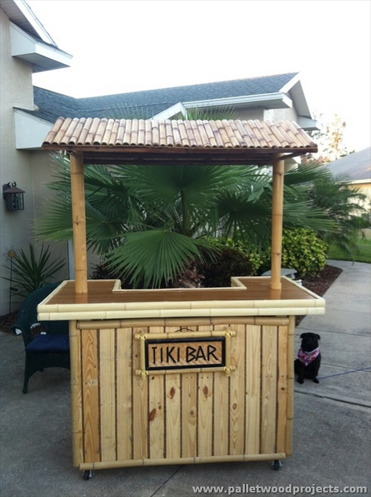 Recycled pallet tiki bar ideas pallet wood projects for Small pallet bar