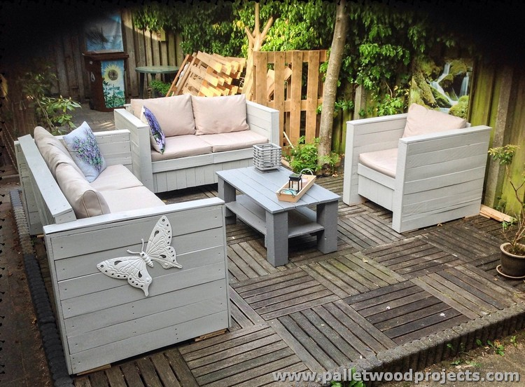 Patio furniture made from wooden pallets pallet wood for Patio furniture designs plans