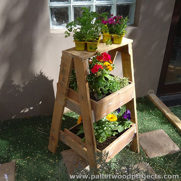 Pallet Wood Plant Stand