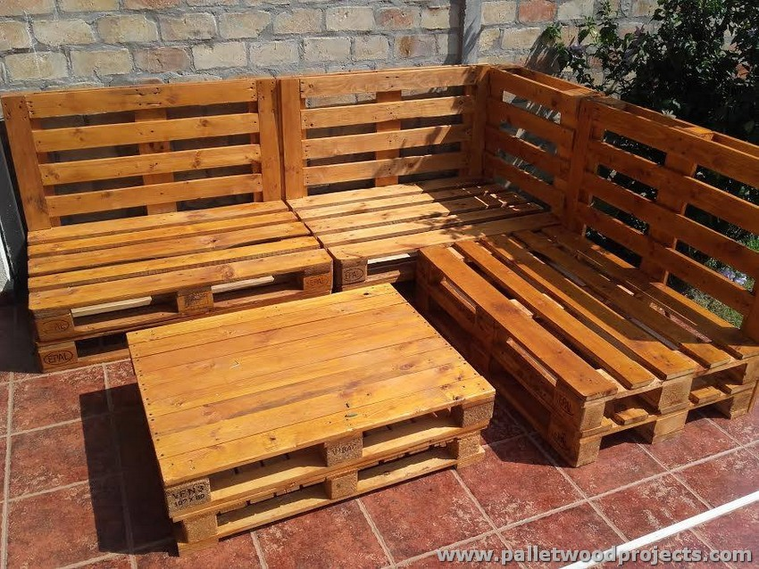 Pallet corner sofa with table pallet wood projects for Sofa de palets exterior