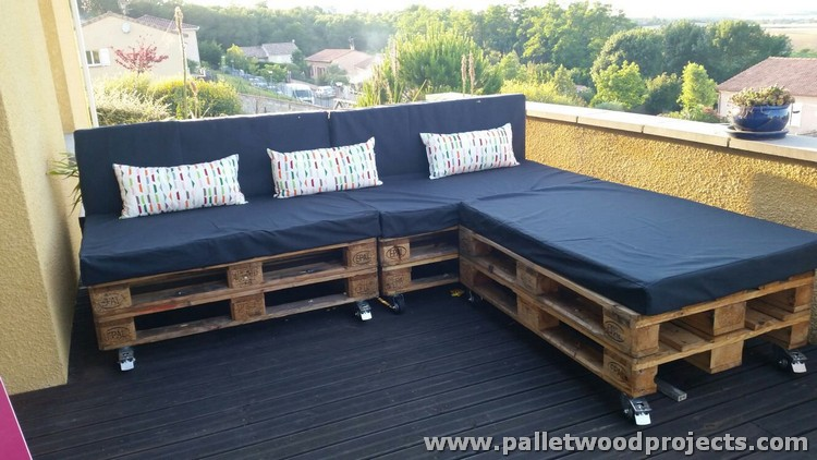Pallet Corner Sofa on Wheels