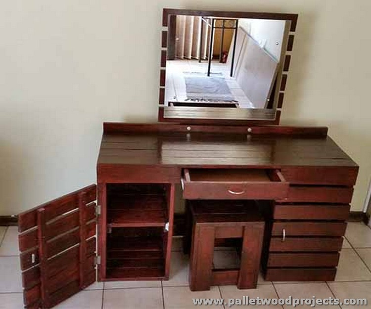 pallet dressing tables with mirror pallet wood projects. Black Bedroom Furniture Sets. Home Design Ideas