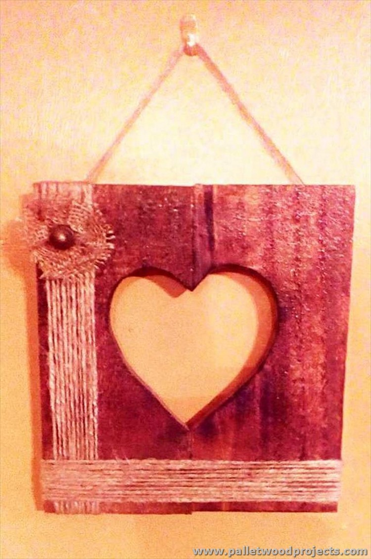 Reused wooden pallet projects pallet wood projects for Wooden heart wall decor