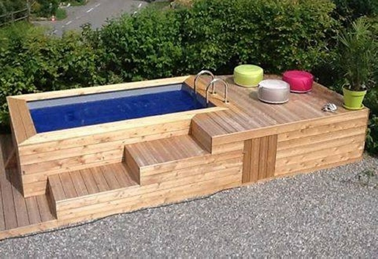 Ideas to reuse wooden pallets pallet wood projects for Construire deck piscine