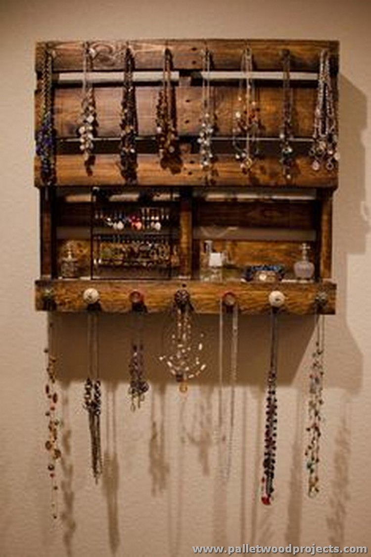 Pallet Jewelry Stand