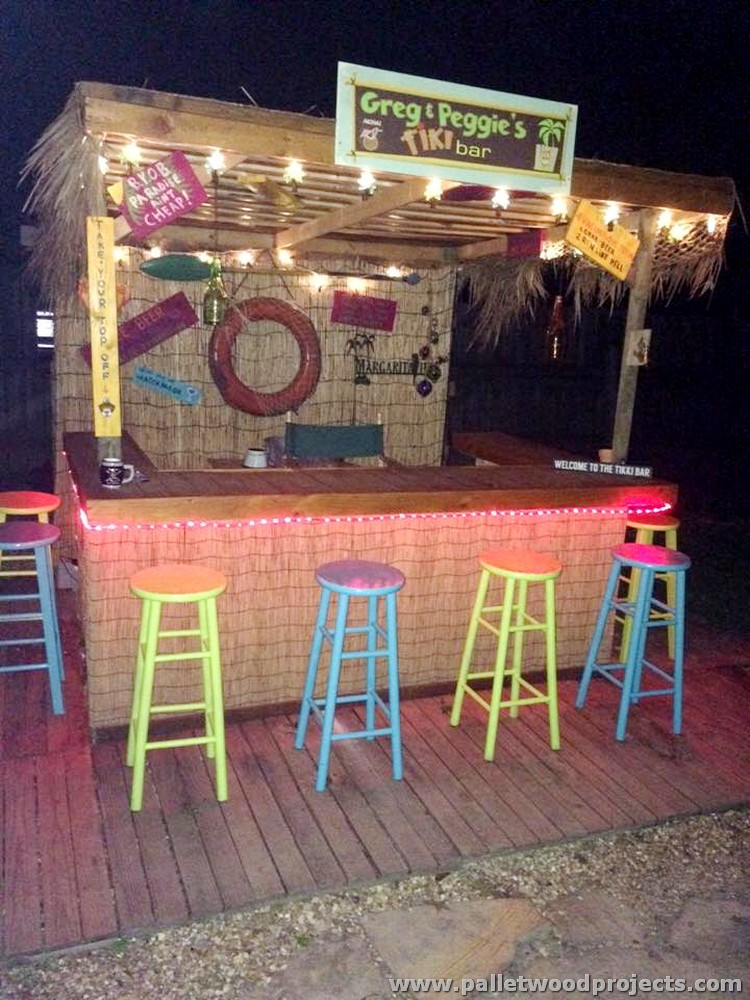 Recycled pallet bars with lights pallet wood projects for Wood outdoor bar ideas