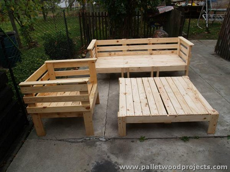 Outdoor pallet sofa plans pallet wood projects for Outdoor wood projects ideas