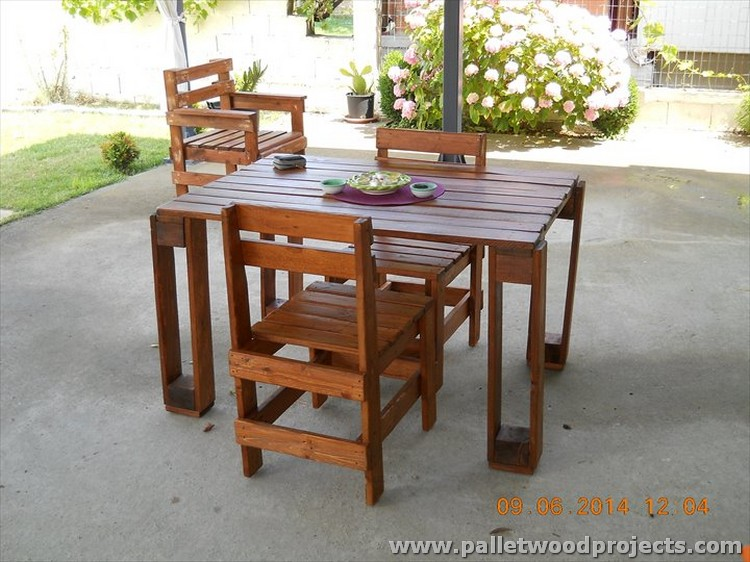 Wood Pallet Table and Chairs
