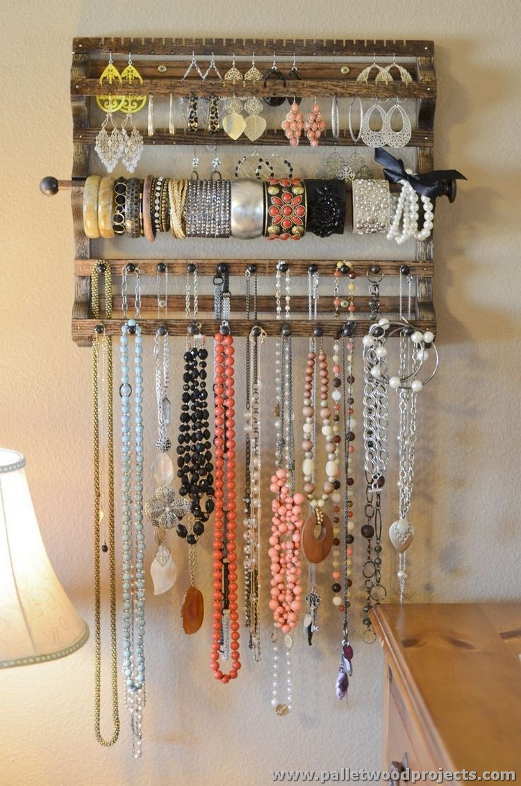 Jewelry holders made from wooden pallets pallet wood - Porta collane ikea ...