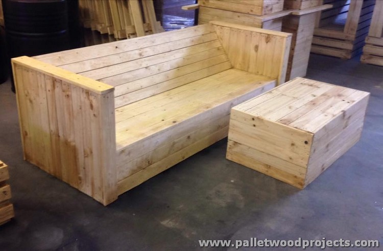 Big Pallet Couch with Table